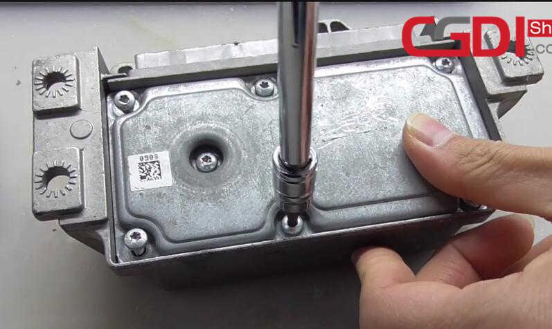 CG100 III to Repair BMW Airbag Module (5)